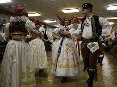 Folklórní soubor Klas z Kralic na Hané představil své umění v místním kulturním domě. Už počtyřicáté.