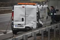 Havárii dvou nákladních aut přežili všichni aktéři, pro jednoho však letěl záchranářský vrtulník.