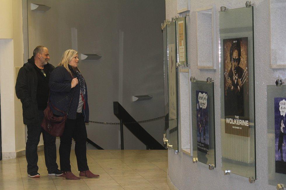 Vernisáž výstavy originálních plakátů v prostějovském kině
