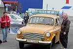 Veteránská autoburza u prostějovského Tesca