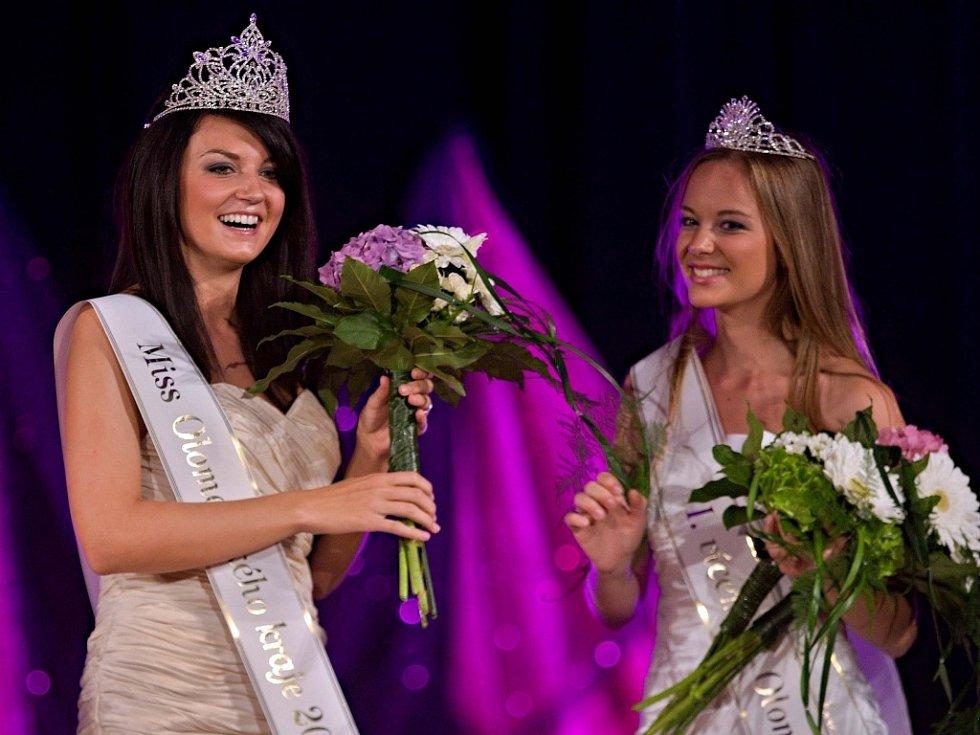 Miss Olomouckého kraje - Vítězka Veronika Kožíšková (vlevo), První vicemiss Veronika Jiřičková (vpravo)