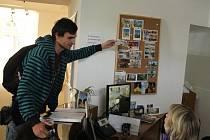 Informační centrum v pernštýnském zámku nabízí i pohledy