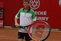 Očekávaný poslední zápas známého tenisty na domácích kurtech se změnil v nečekaný postup do druhého kola