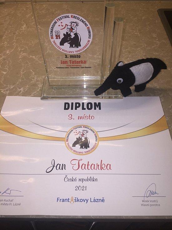 Kreslíř Jan Tatarka z Mostkovic získal třetí místo na prestižním Mezinárodním festivalu kresleného humoru ve Františkových lázních.