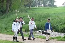 Tradiční sečení trávy v Pivíně