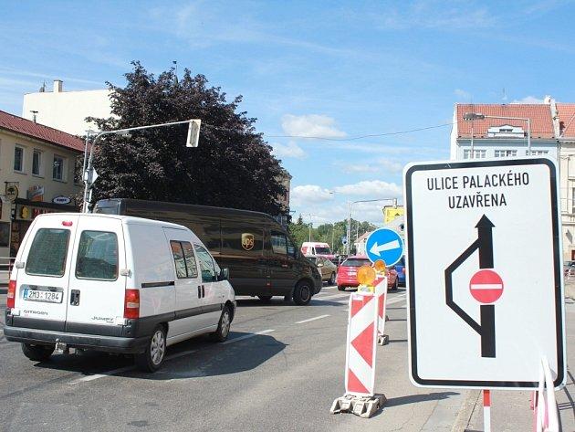 Dopravní komplikace na Poděbradově náměstí v Prostějově