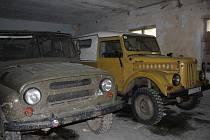 Automobiloví veteráni patří mezi exponáty muzea