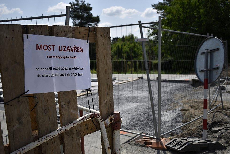 Uzavírka mostu přes říčku Romži ve Vrahovicích. 19.7.2021