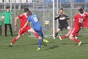 Fotbalisté Prostějova (v modrém) doma porazili Uničov 2:0.
