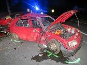U Bedihoště se srazila dvě auta, řidiči skončili v nemocnici.