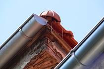 Detail vadně opravené střechy