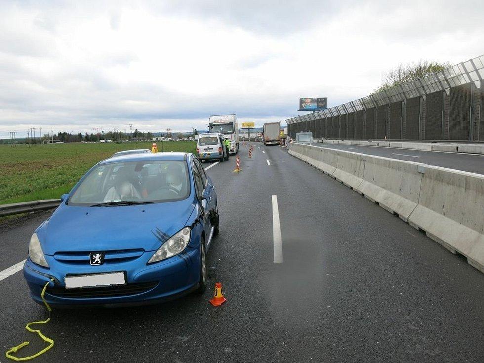 Uvolněný Peugeot zablokoval na hodinu D46.