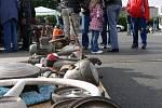 Na tradiční burze se na parkovišti před Tescem sjeli milovníci veteránů všech značek.