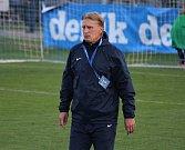 Fotbalisté Prostějova (v modrém) vybojovali s Pardubicemi cennou remízu.Oldřich Machala