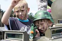 Vojáci a děti se společně bavili v Hamrech