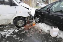 Na Prostějovsku kvůli sněhu na vozovkách havarovalo hned několik aut