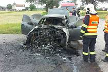 V Mostkovicích v sobotu hořelo auto.