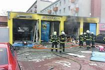 Následky výbuchu a požáru v prostějovském autoservisu v Olomoucké ulici