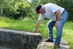 Čelechovický chovný rybník má problém. Usídlil se tam bobr a provrtal hráz.
