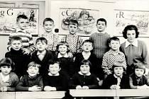 ŠKOLA 1968. V roce 1900 vznikla v obci labutická německá škola. Od roku 1919 se tu začalo učit česky. Na konci 70. let škola zanikla. Posledními učiteli byli manželé Pospíšilovi.