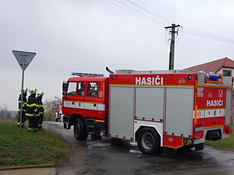Námětové hasičské cvičení ve vrchoslavické sokolovně. 13.4. 2019