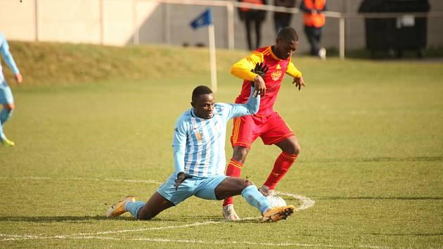 Prostějov porazil v dohrávce druhé ligy doma Duklu 1:0.Salomon Omale, Sunday Faleye