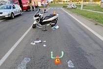 Na největším prostějovském rondelu se ve středu srazilo auto s motocyklem. Výsledkem jsou tři zranění.