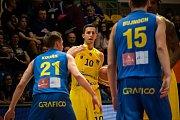 BK Olomoucko (ve žlutém) porazilo v nadstavbové skupině A1 Opavu 113:64.
