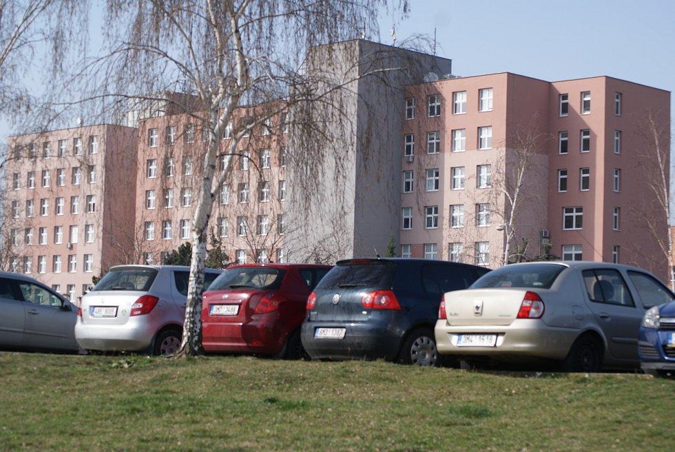 Před prostějovskou nemocnicí v době koronavirové - 27. 3. 2020