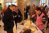Potřetí se letos dočkali Prostějované festivalu jídla i pití. Stánkaři nabízeli převážně své výrobky všeho druhu: moučníky, polévky, uzeniny či zahraniční speciality. Návštěvníci měli z čeho vybírat.