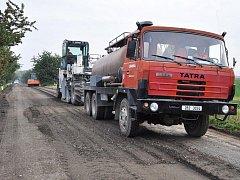 Silnice mezi Výšovicemi a Němčicemi se opravuje
