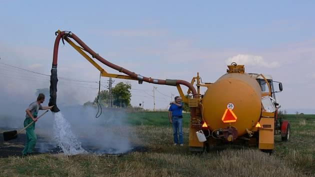 Zemědělská technika na poli