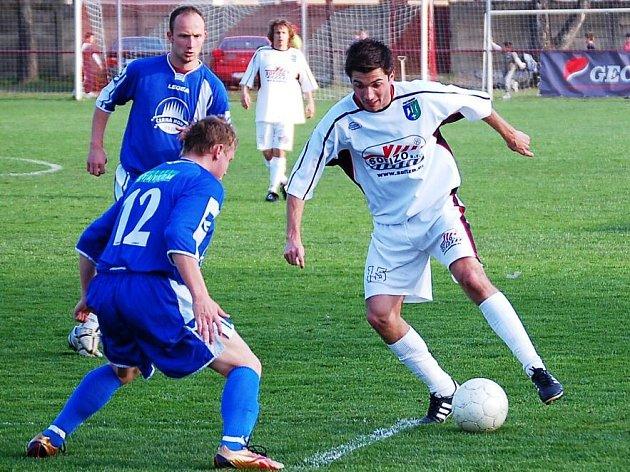 Fotbalisté Protivanova v bílém.