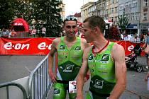 Prostějovský triatlonista Michal Kumstát (vlevo) reprezentující EKOL Brno a Českou republiku po úspěšném závodě ČP v Táboře.