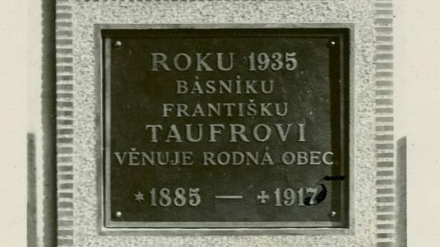 Nadějný básník zahynul během válečných událostí 31. července 1915 u Lublinu v Haliči.