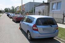 Policisté hledají viníka nehody, který ve čtvrtek narazil do přední části Hondy v ulici Vasila Škacha.