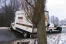 Nehoda osobního a nákladního vozu v Nivě na Prostějovsku