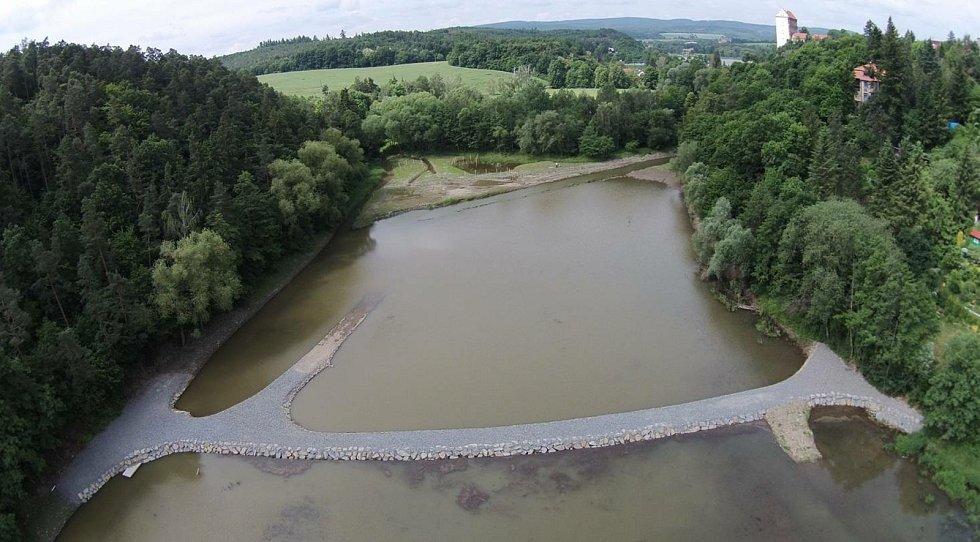 Sedimentační zdrž s mokřadem u vzdutí plumlovské přehrady.