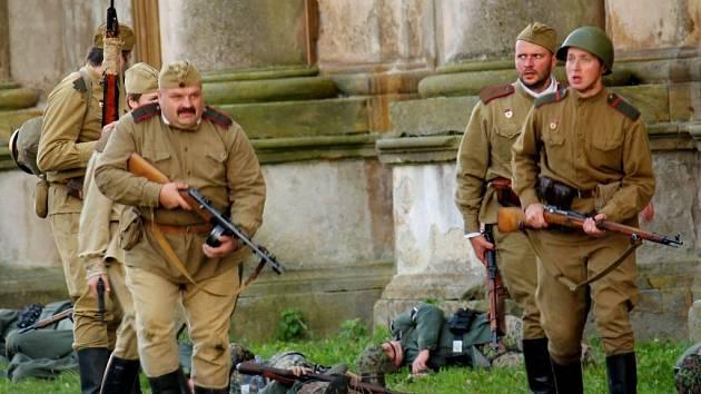 Plumlovský zámek zněl válečnou vřavou