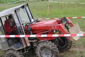 V sobotu se na tradiční stínavské traktoriádě představilo dvacet sedm závodníků na strojích vlastní výroby i továrních značek.