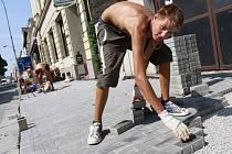 Oprava chodníku v Prostějově. Ilustrační foto