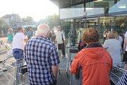 Lidl v centru Prostějova otevřel po půl roce, lidé si kvůli tomu přivstali.