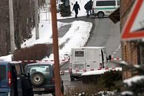 Policejní manévry po přepadní obrněného vozu s penězi v Přemyslovicích na Prostějovsku