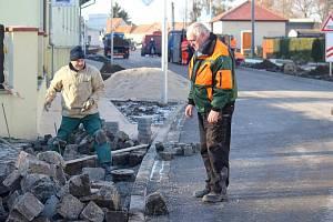 Dokončování opravy Tovární ulic v Bedihošti