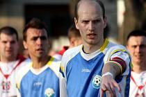 Fotbalisté Určic (v modrém)