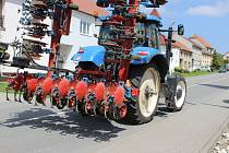 Opilý traktorista vyvrátil v Hradčanech sloup