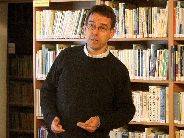 Do Němčic nad Hanou přijel v neděli přednášet a besedovat zpravodaj a spisovatel Břetislav Tureček. Téma setkání? Blízký východ a jeho situace.