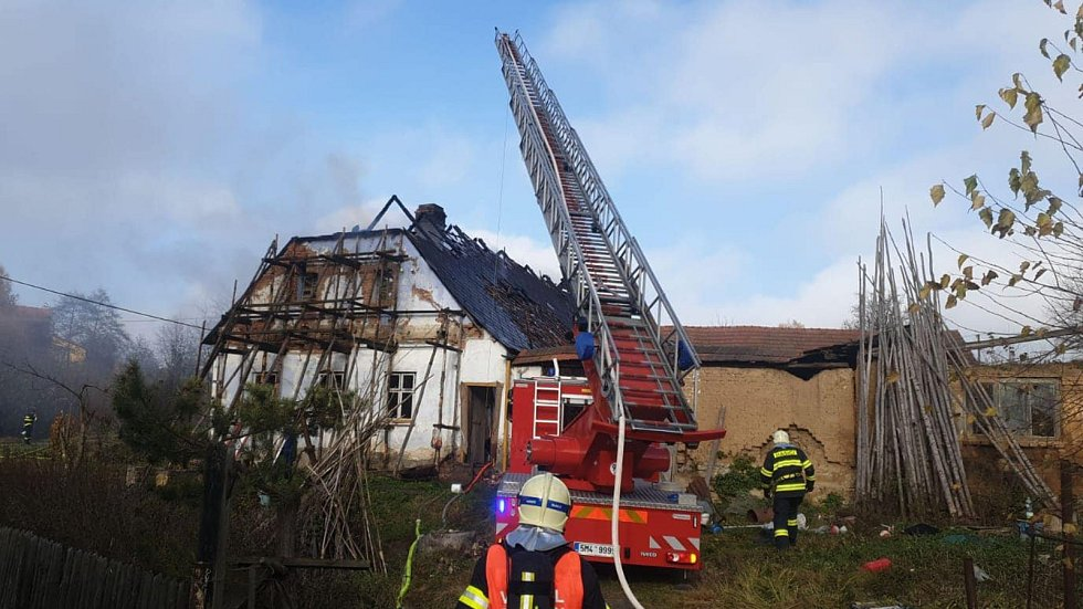 Požár staršího rodinného domku v Ludmírově na Prostějovsku