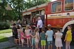 Dobrovolní hasiči z Čehovic, Kralic na Hané a Bedihoště na návštěvě u dětí v mateřince na Husově náměstí