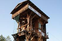 Vrchol horolezecké věže v Baldovci